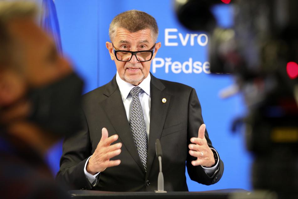 Andrej Babis, Premierminister von Tschechien, spricht bei einer Pressekonferenz, die per Video Übertragen wird.