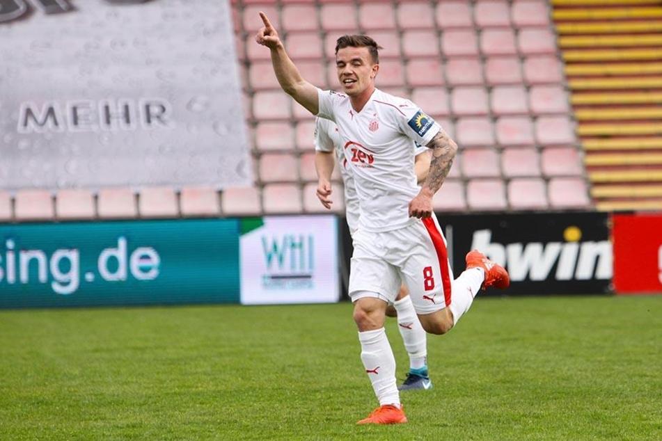 Christian Mauersberger jubelt über sein Tor zum 1:1 im Spiel gegen Unterhaching..