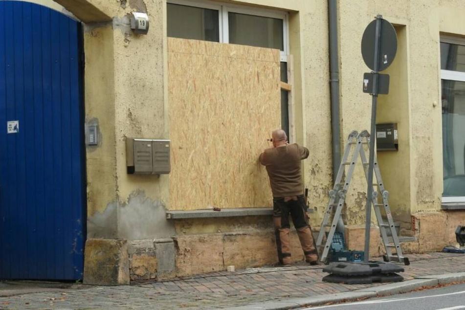 Auf der Bahnhofstraße machte ein Anwohner die Schotten schon am Freitag dicht.