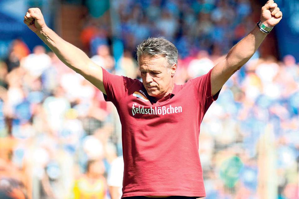 Geht's nach Dynamo-Coach Uwe Neuhaus, dann darf er heute nach dem Schlusspfiff die Siegerfäuste ballen.