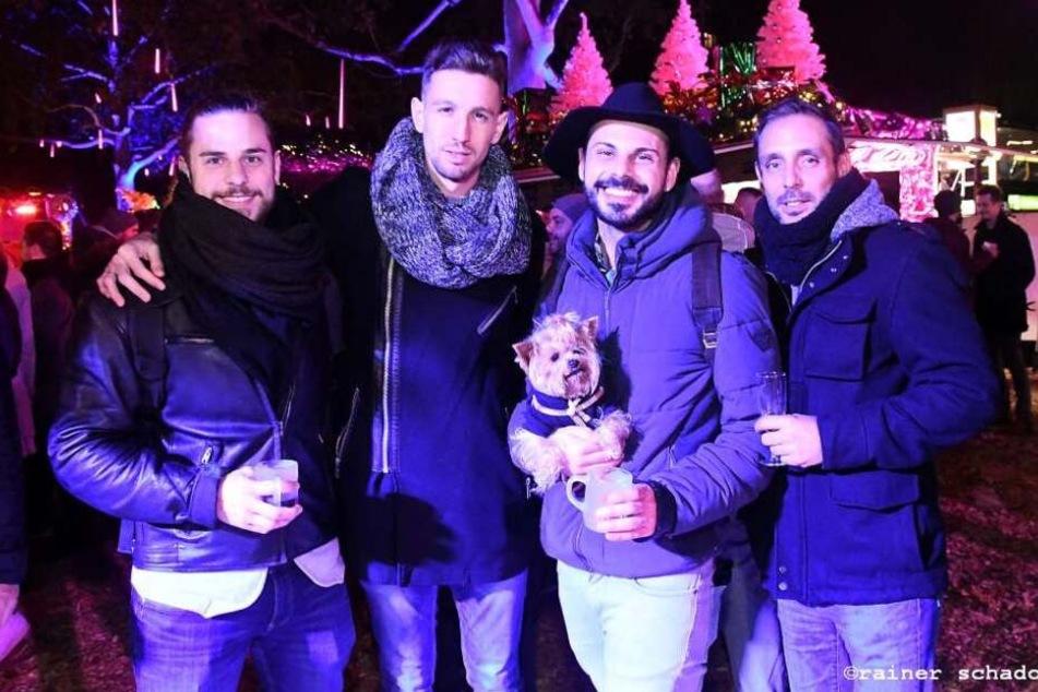Gemeinsam die weihnachtliche Stimmung genießen im lila-pinken Lichtermeer – das geht auf der Christmas Avenue.