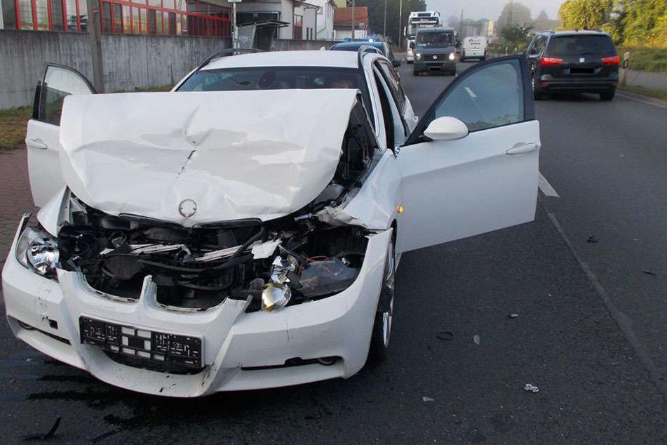 Bei einem Auffahrunfall sind am Morgen drei Frauen verletzt worden.