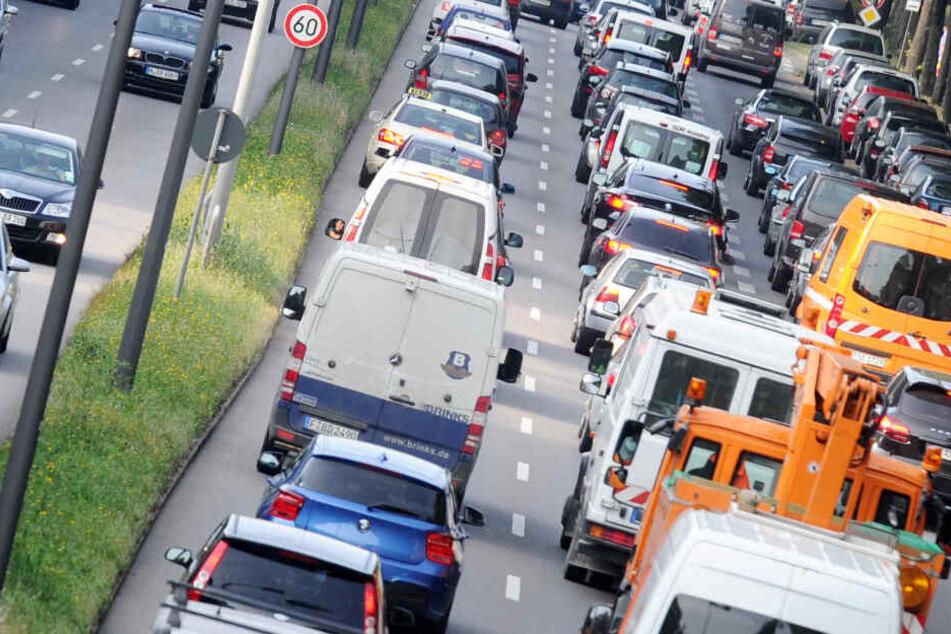 Dauerstreit um Fahrverbote: Kabinett nimmt sich Thema an, neue Messdaten