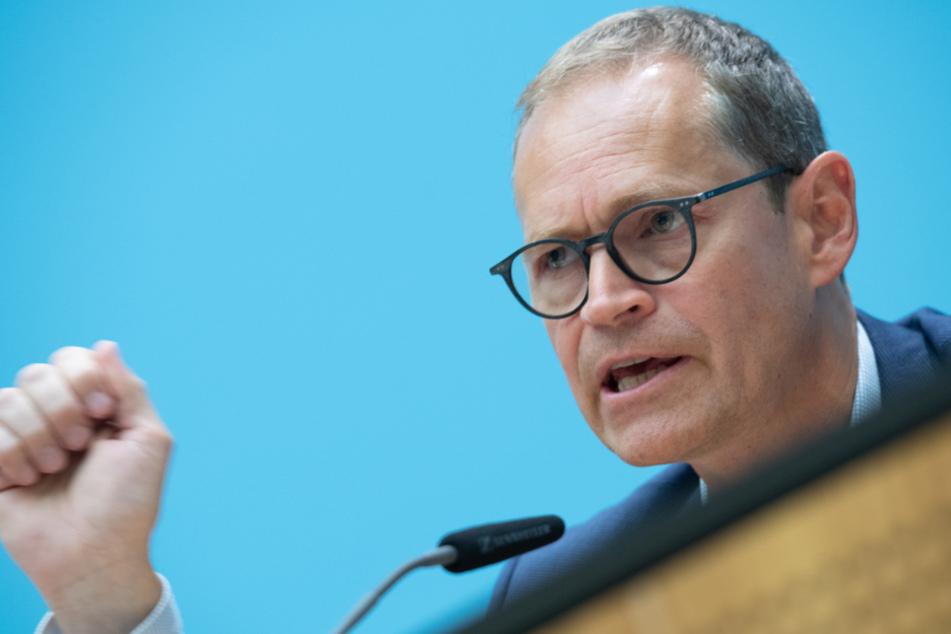 Der Regierende Bürgermeister von Berlin, Michael Müller (SPD), spricht nach der Sitzung des Senats zu Journalisten.