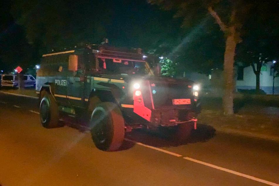 Das Spezialeinsatzkommando des LKA rückte mit einem gepanzerten Fahrzeug an.