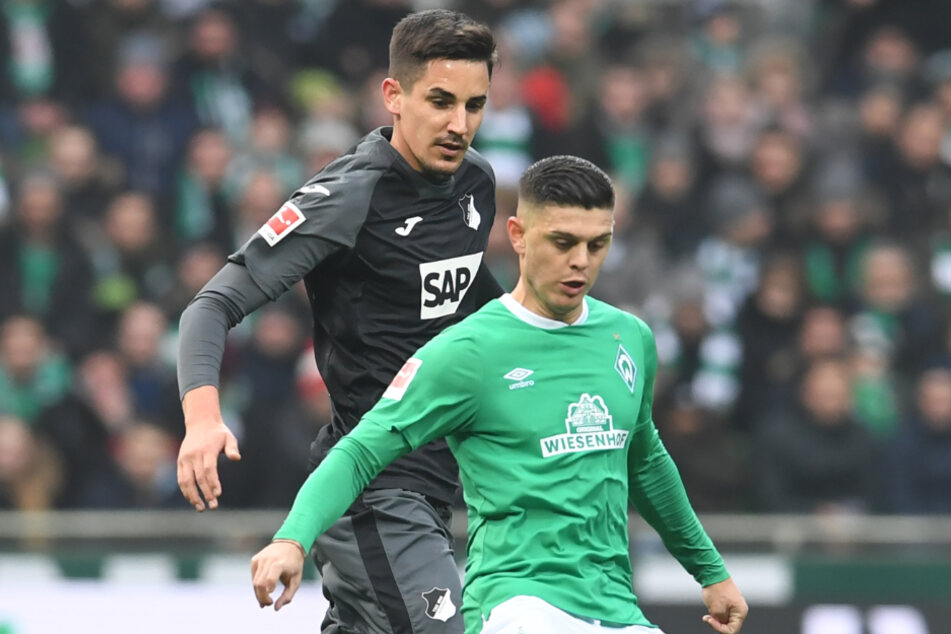 Bremen, 26. Januar: Hoffenheims Benjamin Hübner (links) im Kampf mit Bremens Milot Rashica.