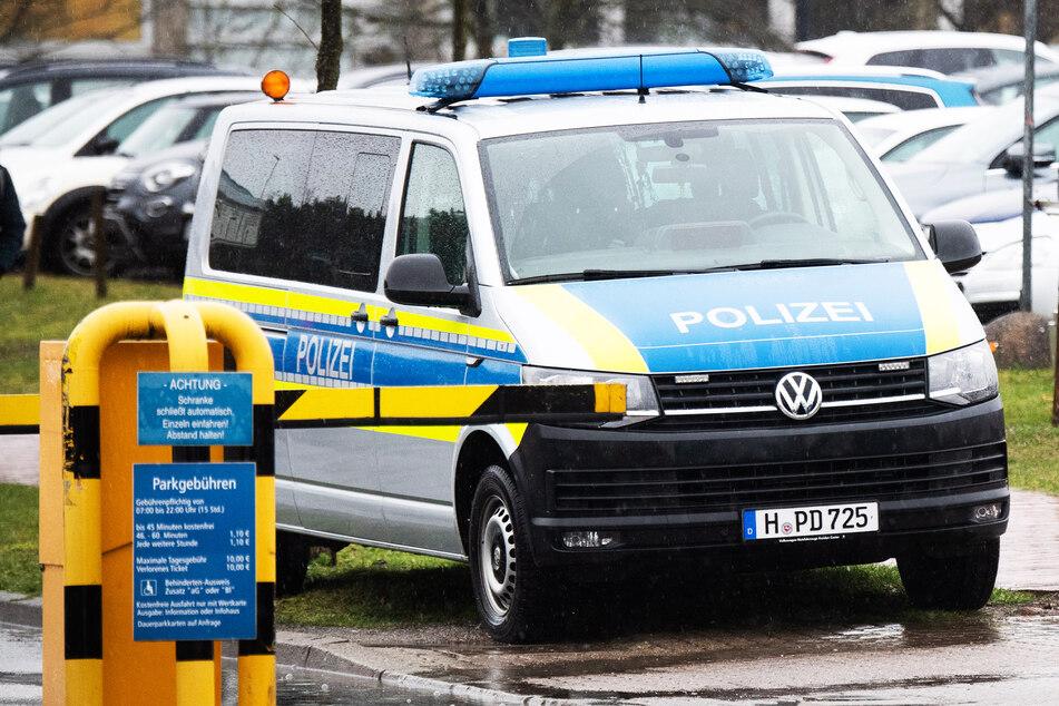 Während Einsatz: Jugendliche versuchen, Polizeiauto in die Luft zu sprengen!