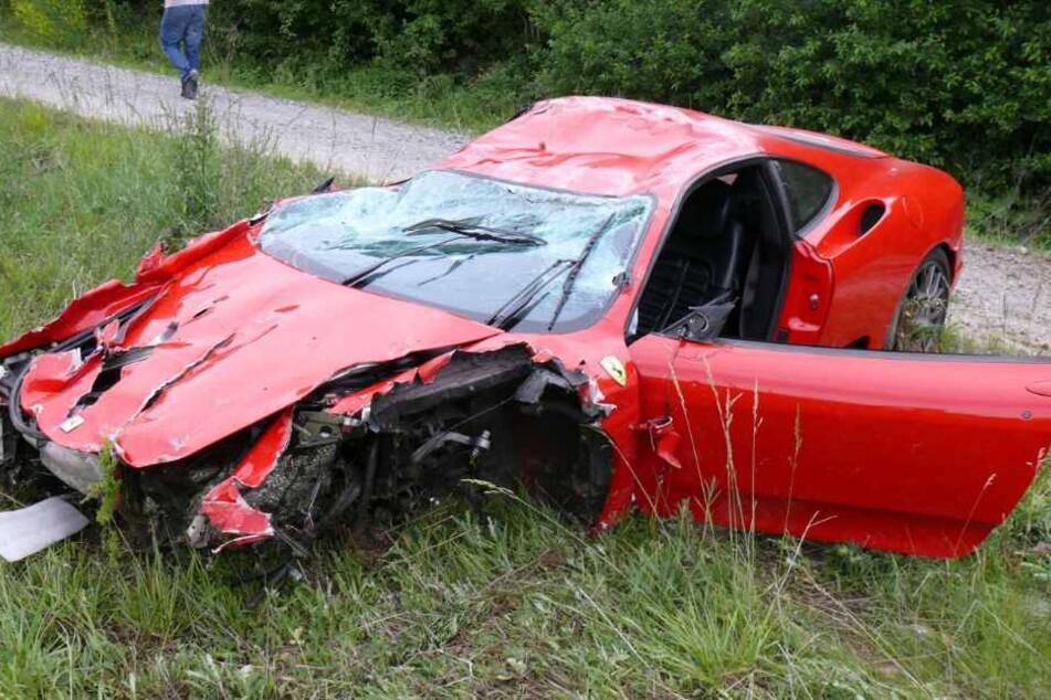 Mitten auf der Autobahn platzte der Reifen des Ferraris. (Symbolbild)