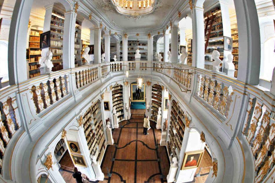 Nach der Wiedereröffnung in neuem Glanz: die prunkvollen Säle der Herzogin Anna Amalia Bibliothek.