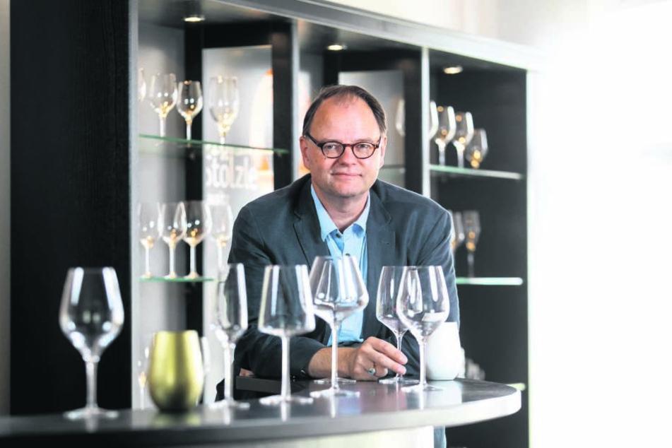 Herr der Gläser: Geschäftsführer Peter Feldscher (54) will weiter investieren.
