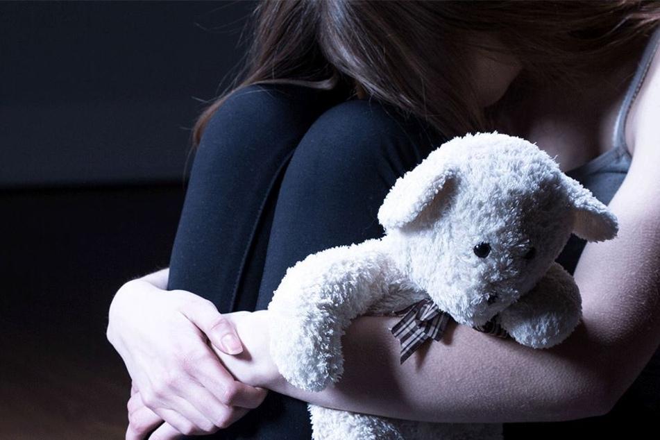 Stiefvater vergewaltigt Kind (9) bis zu zehnmal am Tag: Sie darf nicht abtreiben!