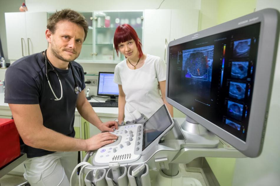 Tierarzt Dr. Karsten Riedel (44) und seine Kollegen sind an der Belastungsgrenze. Sie wollen und können keine nächtliche Bereitschaft mehr leisten.