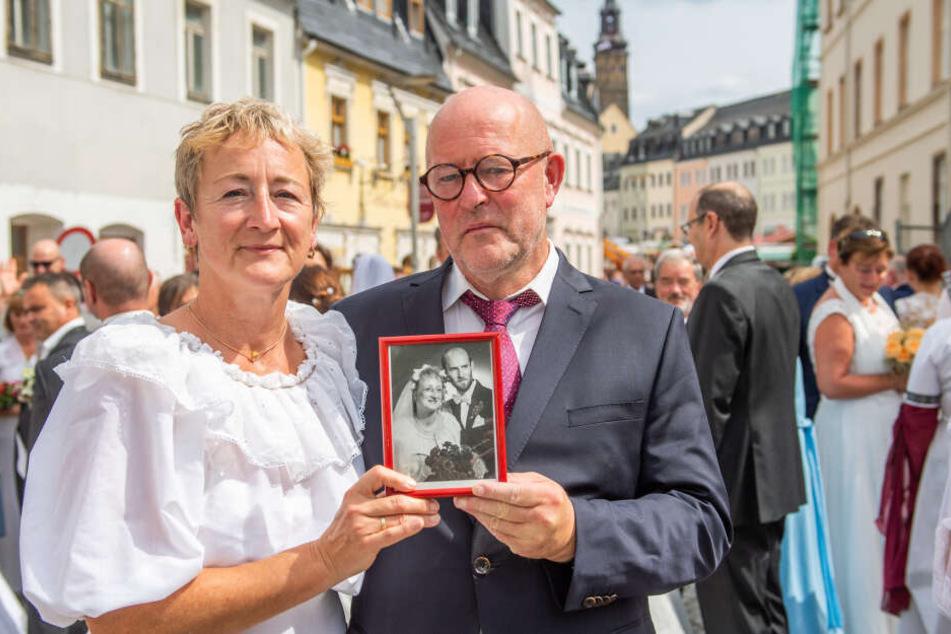 Passend zur Wette: Antje (53) und Dietmar Schade (60) feierten am Montag ihren 31. Hochzeitstag.