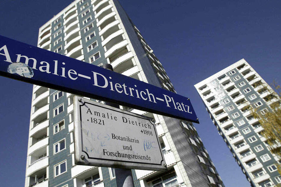 Der Mann wurde in einer Wohnung am Amalie-Dietrich-Platz überfallen.