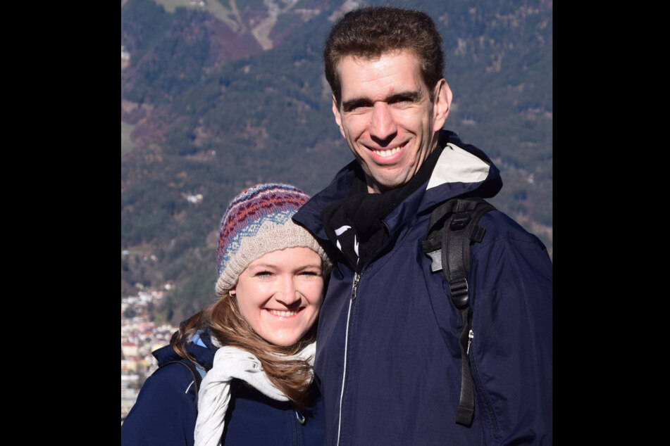 Lukas Steinegger aus Österreich und seine deutsche Partnerin Constanze Gabriel. Durch die Ausweisung von Virusvariantengebieten ist das Paar durch die Grenze wieder getrennt.