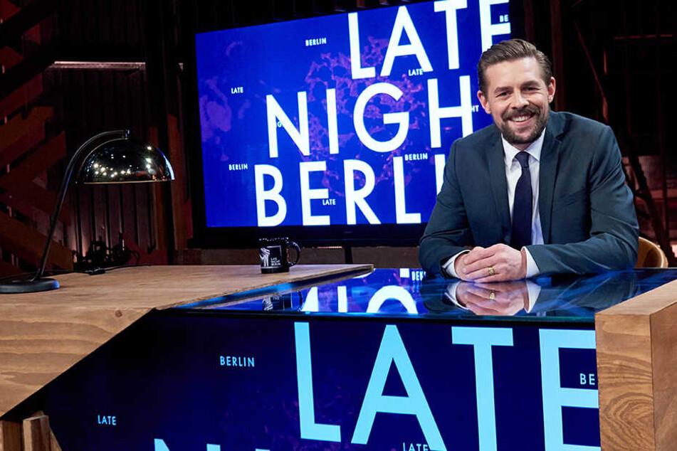 """Klaas Heufer-Umlauf in seinem neuen Fernsehstudio für die Sendung """"Late Night Berlin""""."""