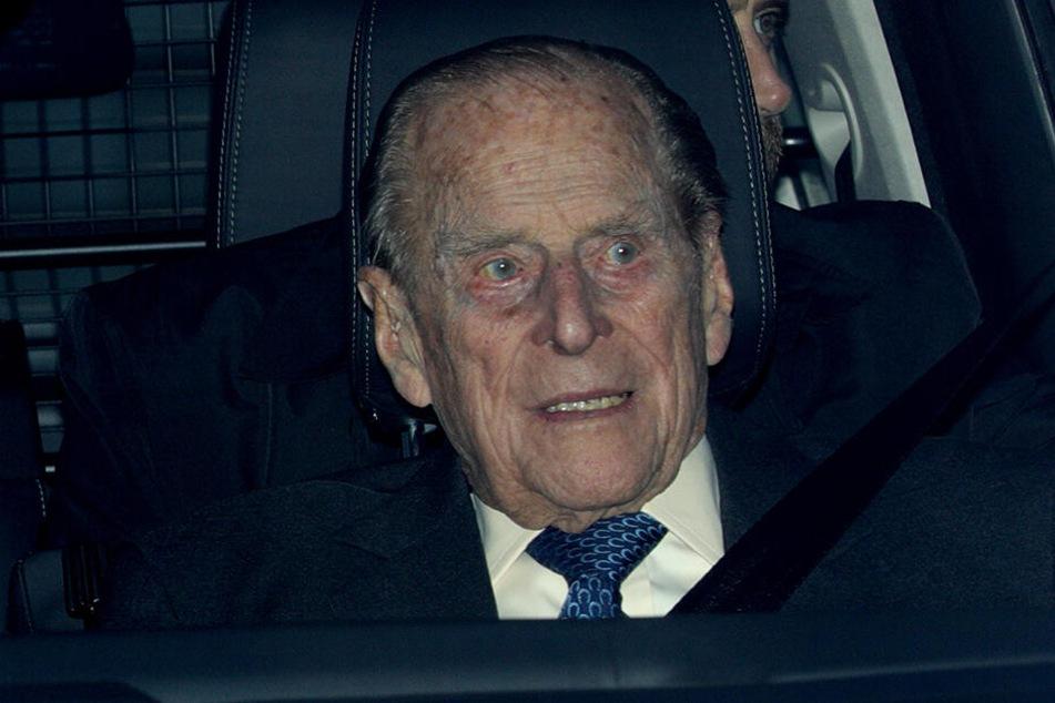 Trotz seiner 97 Jahre setzt sich Prinz Philip noch hinters Steuer.
