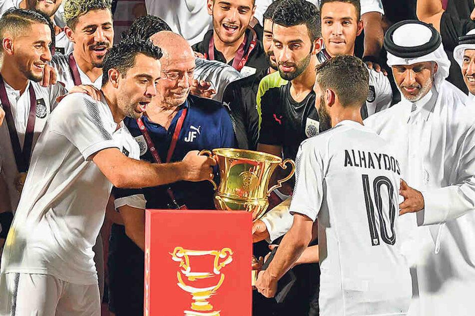 Weltmeister, Europameister, Ex-Barca-Superstar: Xavi (l.) lässt seine Karriere bei Al-Sadd ausklingen und sich das natürlich vergolden.