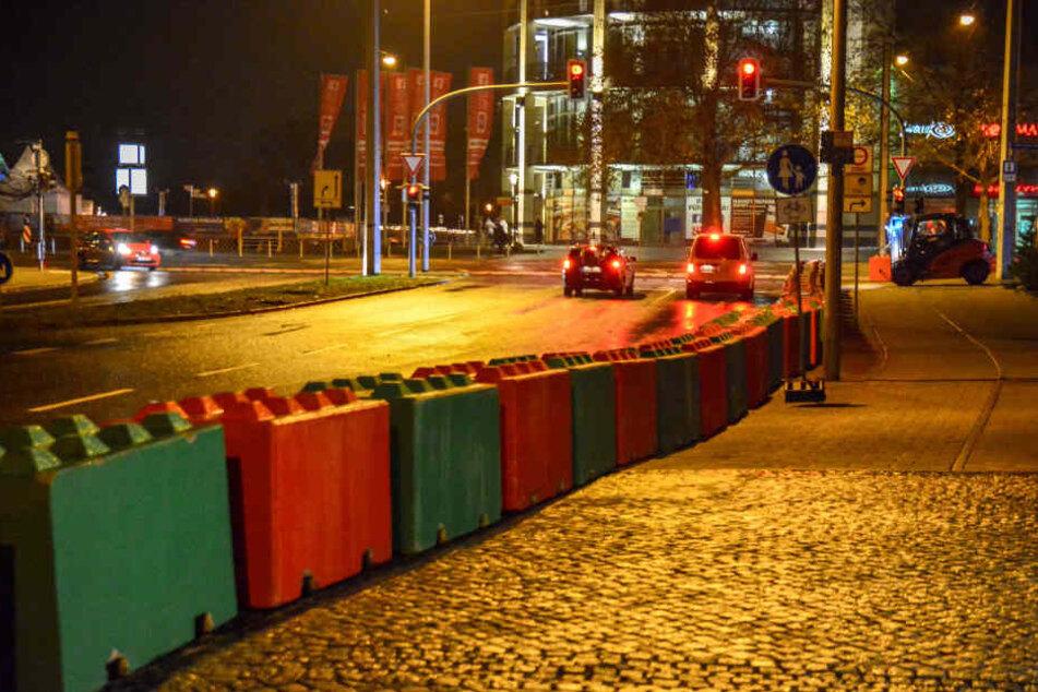 Rund 100 jeweils zwei Tonnen schwere Betonblöcke sollen einen Terroranschlag auf dem Magdeburger Weihnachtsmarkt verhindern.