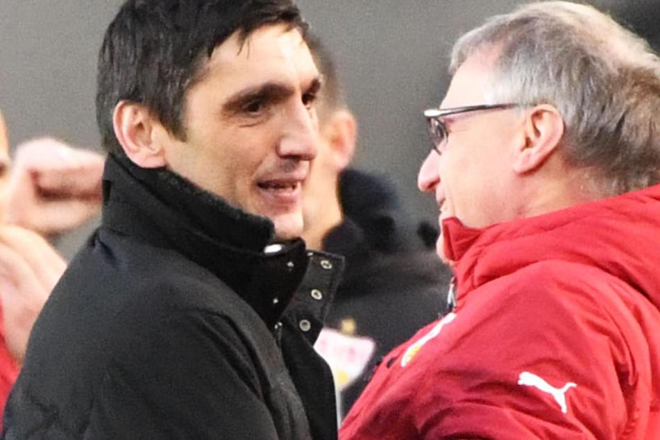 Trotz Fehlstart: VfB-Sportvorstand Michael Reschke (r.) stärkt seinem Coach Tayfun Korkut (l.) den Rücken.