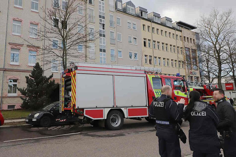 Nach dem Brand entdeckten die Rettungskräfte in dem Haus zwei Tote.
