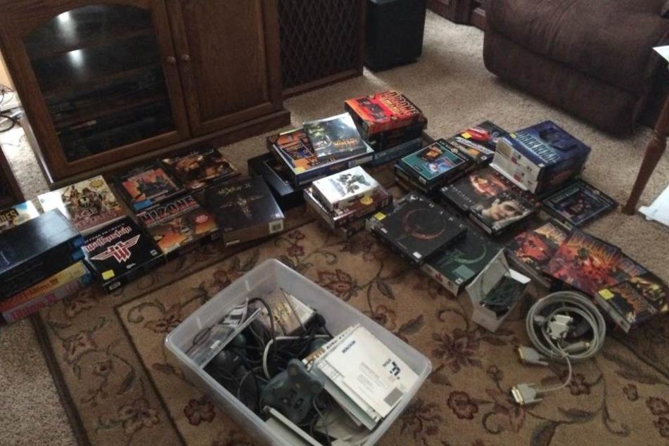 Ein Kriegsveteran hatte alte Spiele, Tastaturen und Computer gebunkert.
