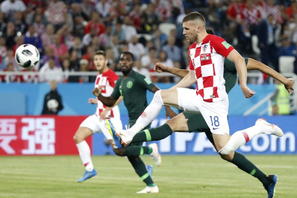 Bei der WM stürmt der SGE-Mann Rebic (re.) für die kroatische Nationalmannschaft.