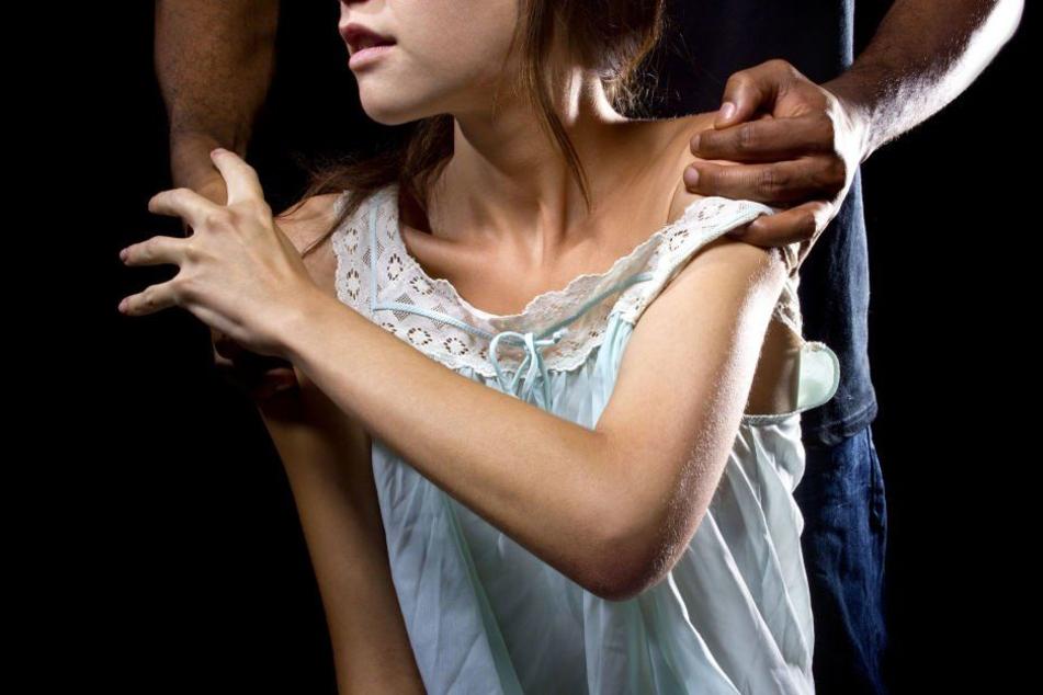 Dem 53-Jährigen wird vorgeworfen, eine 14-jährige Schülerin sexuell missbraucht zu haben. (Symbolbild)