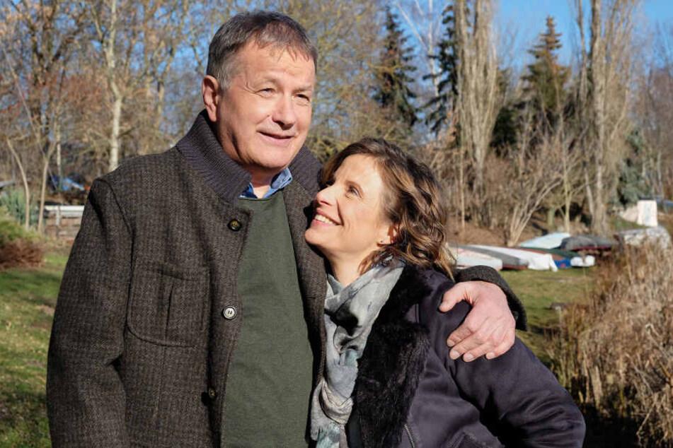 Frisch verliebt: Nach dem Verlust seiner Frau Pia hat Dr. Heilmann eine Neue an seiner Seite.