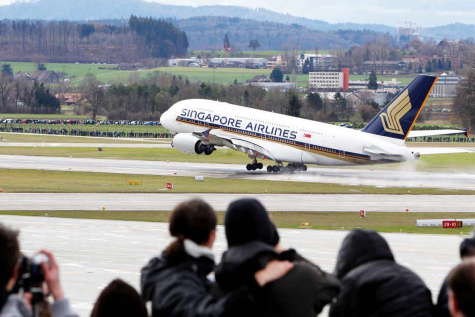 Singapore Airlines A380 landete auch in Zürich, was regelmäßig Schaulustige anzog. (Symbolbild)
