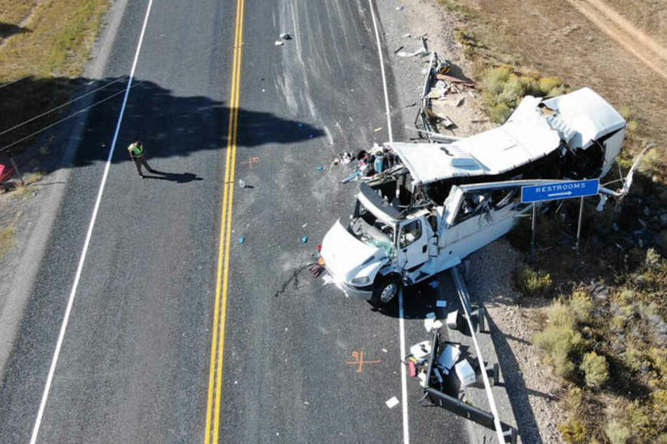 Vier Menschen sterben bei schwerem Busunglück
