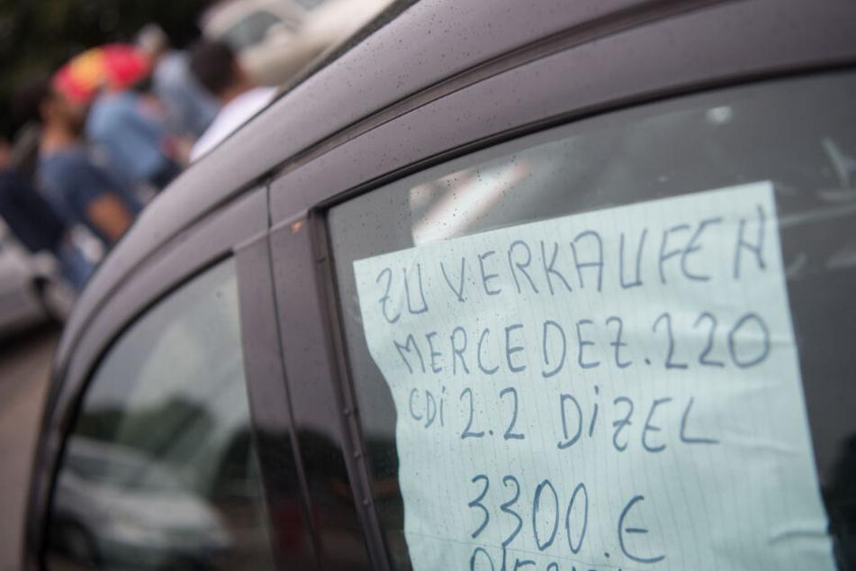 Ältere Diesel-Fahrzeuge verlieren auf dem Gebrauchtwagenmarkt an Wert. Im Bild: Ein Gebraucht-Benz in Kornwestheim.