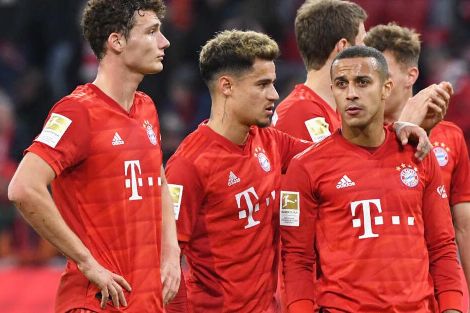 Philippe Coutinho (2.v.l.) erhielt von Bayern-Trainer Hansi Flick vor dem Spiel eine Einsatzgarantie.