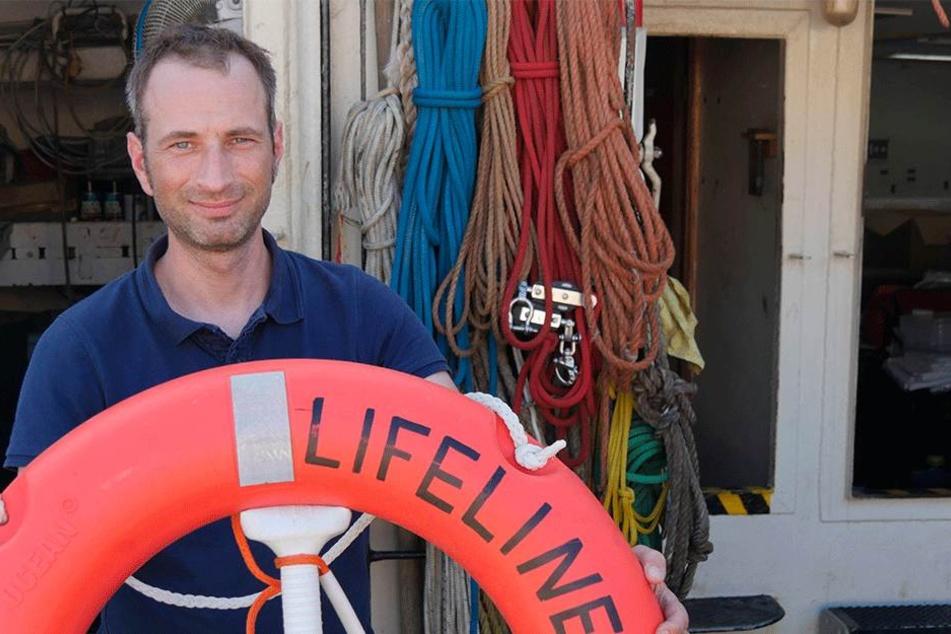 Freut sich sehr über die großzügige Spende aus Hamburg: Der Dresdner Seenotretter Axel Steier (42) ankert derzeit auf Sizilien.