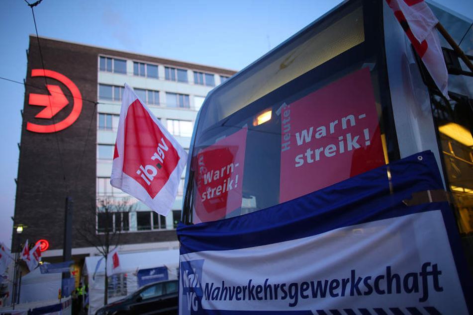 In Köln werden am 10.04. erneut ganztägig keine Busse und Bahnen der KVB fahren (Foto vom Warnstreik am 21.03.).