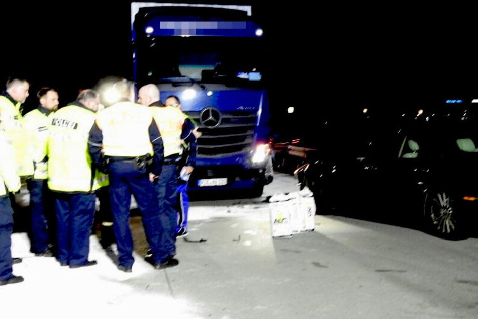 Der Jaguar kollidierte erst mit einem Kleintransporter und wurde dann von einem Lkw gerammt.