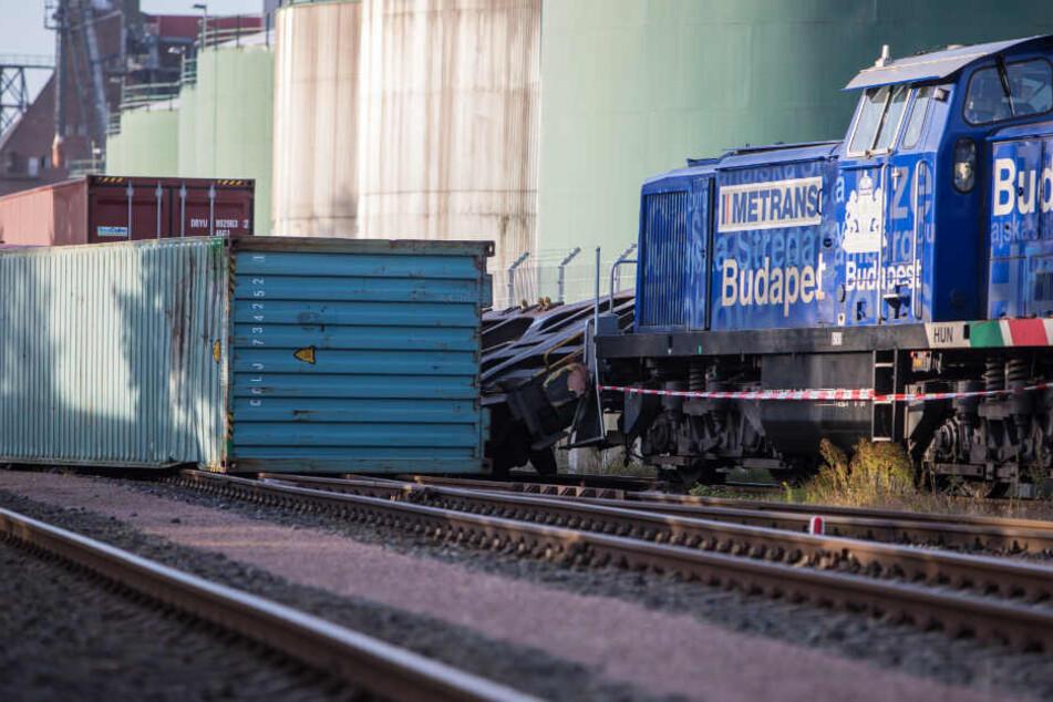 Zwei Güterzüge sind im Hamburger Hafen zusammengestoßen.