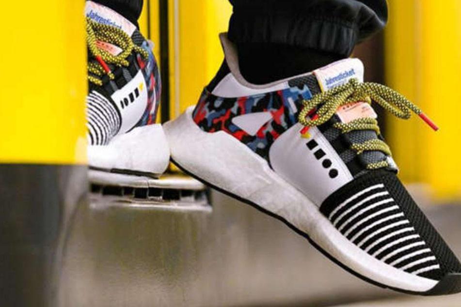 Die letzten beiden Exemplare des beliebten BVG-Sneakers sind versteigert worden.