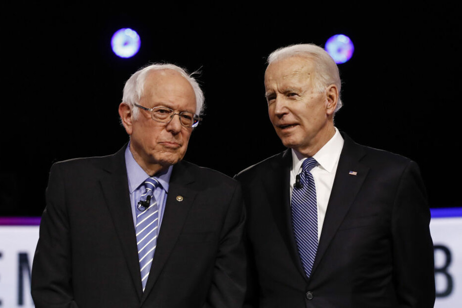Die demokratischen Bewerber um die Präsidentschaftskandidatur Bernie Sanders (78,l.) und Joe Biden (77).