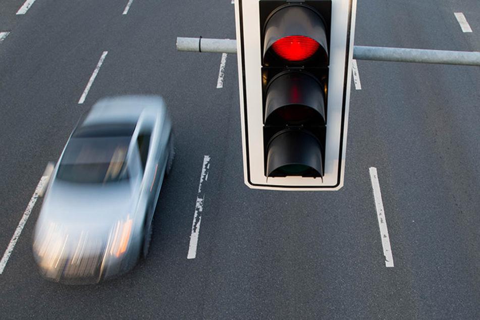 Der Autofahrer wurde bei dem Unfall nicht verletzt. (Symbolbild)