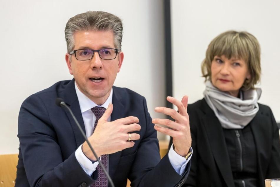 Die Chemnitzer Stadtspitze um OB Barbara Ludwig (56, SPD) und Kulturbürgermeister Ralph Burghart (48, CDU) stellte gestern die Kulturstrategie 2030 vor.