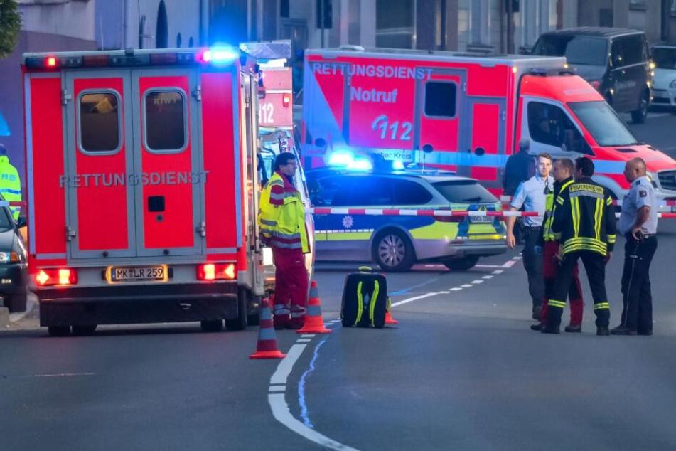 Polizei und Feuerwehr eilten zur Einsatzstelle. (Symbolbild)