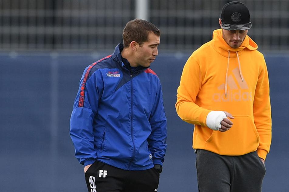 Christian Strohdiek (re.) kehrt mit Schutzmanschette zurück ins Trainings. SCP-Trainer Florian Fulland kann aufatmen.