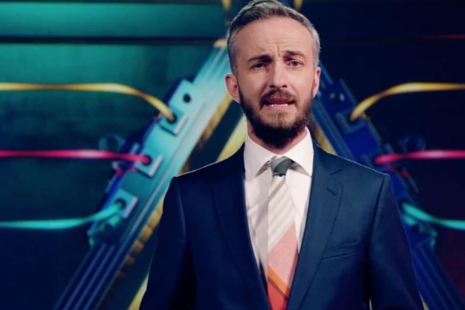 """Jan Böhmermann moderierte eine neue Ausgabe von """"Prism is a dancer""""."""