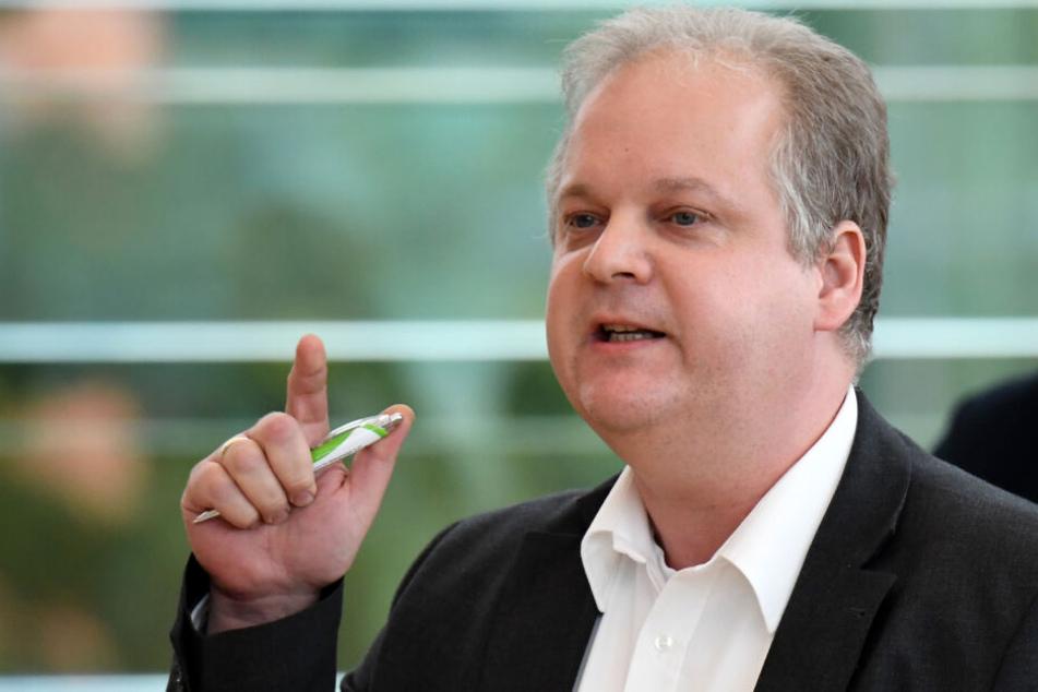 Kai Dolgner (SPD) bei einer Rede im schleswig-holsteinischen Parlament: Der Untersuchungsausschuss zur Rocker-Affäre wird nach seiner Ansicht bei der Polizei in Schleswig-Holstein den Umgang mit Informanten ändern.
