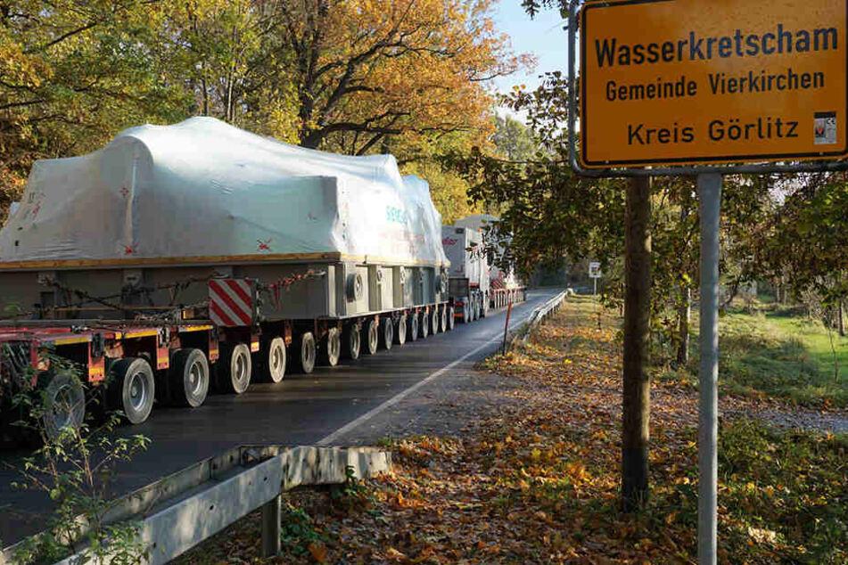 Das mehrere Tonnen schwere Gefährt blieb im Kreis Görlitz auf der Straße liegen.