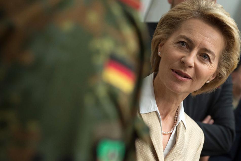 Hat es nicht leicht auf ihrem Posten: Bundesverteidigungsministerin Ursula von der Leyen (59, CDU).