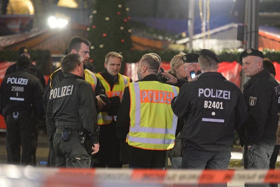 Polizisten am Ort des Anschlags auf dem Breitscheidplatz.