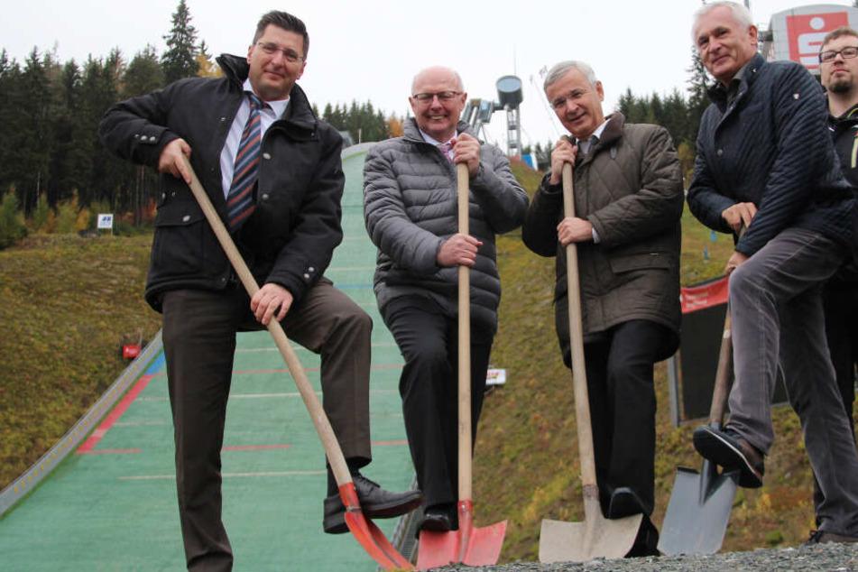 Erster Spatenstich in Vogtland Arena: Sprungschanze bekommt Windsegel