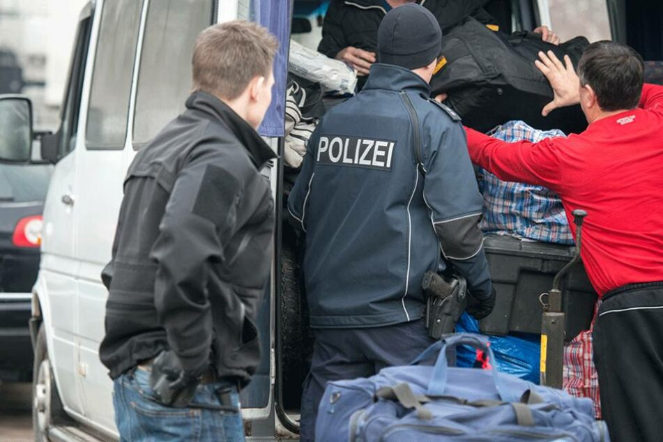 Seit mehr als 20 Jahren gibt es in Bayern die Schleierfahdnung. Berlin lehnt diese ab, was Bayern als Sicherheitslücke kritisiert.